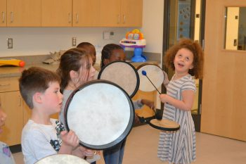 children in musical therapy